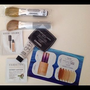 2 Bare Minerals Brushes w/ Samples